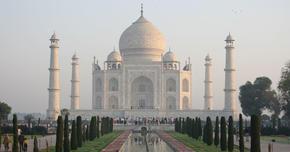 優雅に見える美を追求した巨大建築タージ・マハル