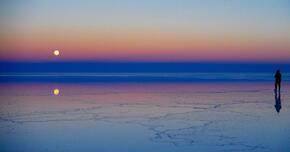 ウユニ塩湖――アンデスの高地で空と大地が交わる「天空の鏡」
