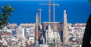 ガウディが彩ったバルセロナ(スペイン)  優れた創造力は時の風化に耐える