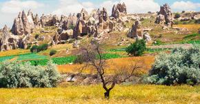 カッパドキアの岩窟教会と地下都市(トルコ) 大自然が創造した景観とそれに手を加えた人々