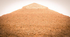 ギザのピラミッド(エジプト) 現存する世界最古の巨大建造物