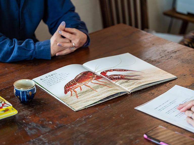 西山さんが担当された科学絵本『しぜんキンダーブック』(フレーベル館)の「ザリガニ」。