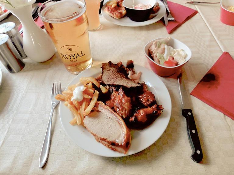 デンマークのスモーガスボード(バイキング料理)は、大好きなご飯のひとつ (撮影:パラダイス山元)