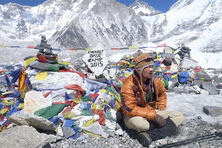 ヒマラヤにて。高山病に悩まされながらベースキャンプで落語を演じた。