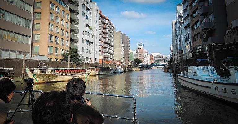 神田川の柳橋界隈には屋形船の舟宿が並ぶ