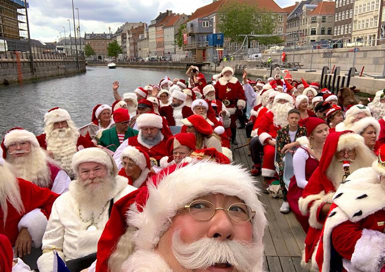 第62回 世界サンタクロース会議 開催前日に、コペンハーゲン市内の運河を船で巡ります。(撮影:筆者)