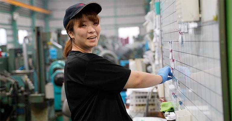 ↑ねじガールの一人、製造部の森田知世さん