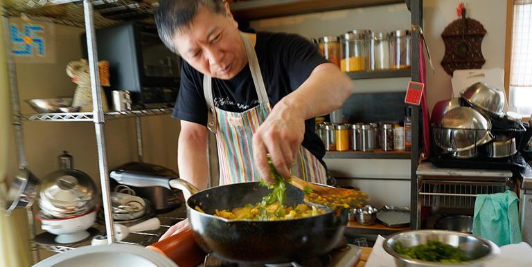 出版社に頼まれて、月に一度ぐらい料理を作って食べさせる会をはじめたんです。それが今の料理教室につながっています。