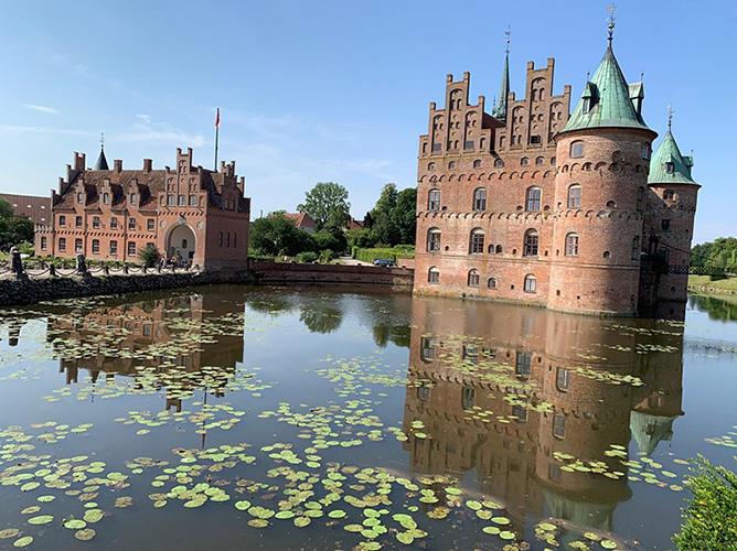 実は、ただの綺麗なお城じゃない・・・イーエスコウ城 デンマーク(撮影:筆者)