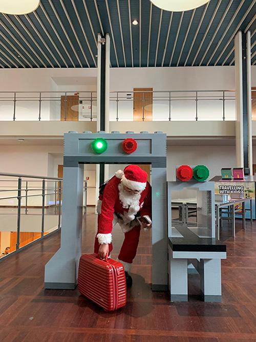 LEGOでできた保安検査ゲート コペンハーゲン カストロップ空港 (撮影:水口有子)