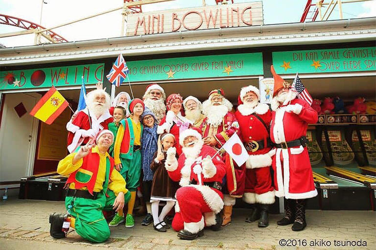 「世界サンタクロース会議」出席のため集まった世界各国の公認サンタクロースとその家族  デンマーク コペンハーゲン (撮影:角田明子)