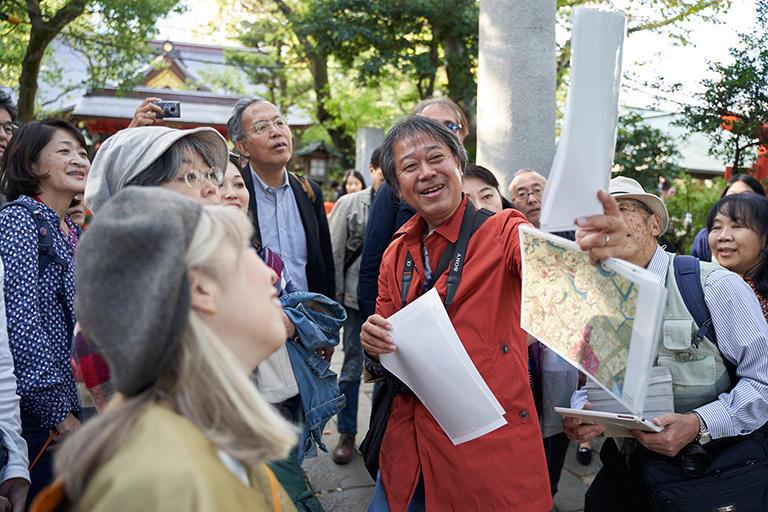 東京スリバチ学会会長である皆川典久さん(写真中央)
