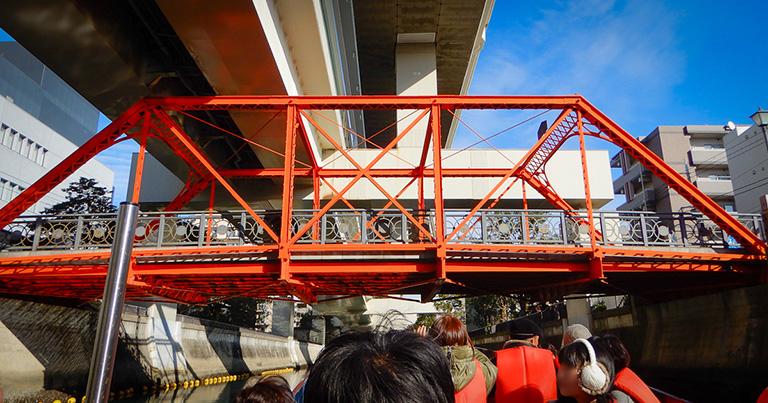 中村川に架かる浦舟水道橋。斜材が