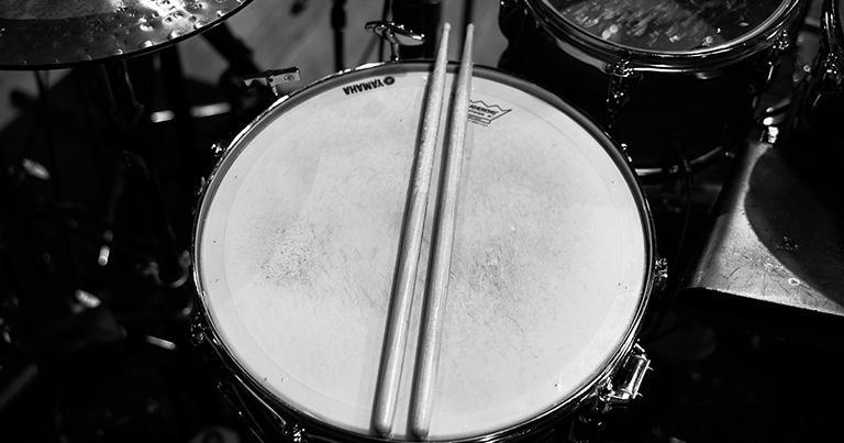 スティーヴ・ガッドの演奏に衝撃を受けてドラムを復活