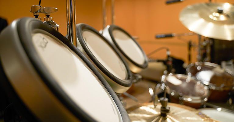 電子楽器を発音させるためのドラムパッド