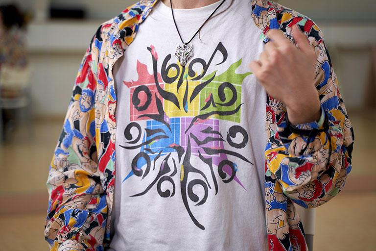 キュさんがデザインした「60憶人ダンスプロジェクト」Tシャツ