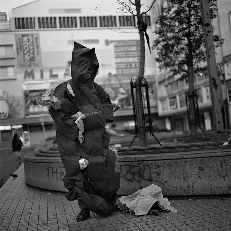 新宿歌舞伎町(当時のコマ劇場前)にて Photo:Mitsuru Mizutani HM:Tadashi Takahasi