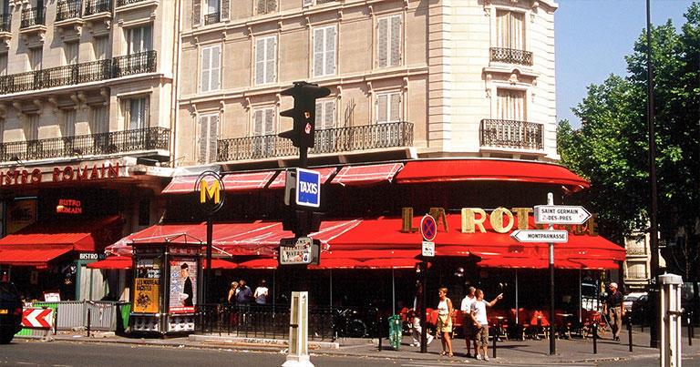 ここも同じく1920年代にピカソ、モディリアーニ、藤田嗣治、コクトーなどが集っていたモンパルナスのカフェ・ラ・ロトンド。レーニンやトロツキーも常連だったという。