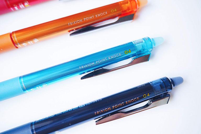 気軽に消せるフリクションならば、基本的に消すことができない一般的なボールペンとはまた違う、新しい筆記感覚を楽しめるでしょう。
