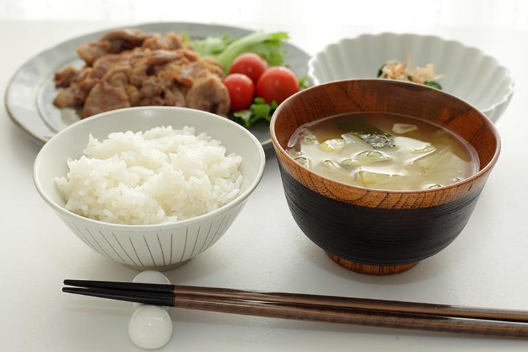 主食、主菜、副菜の3品が基本。
