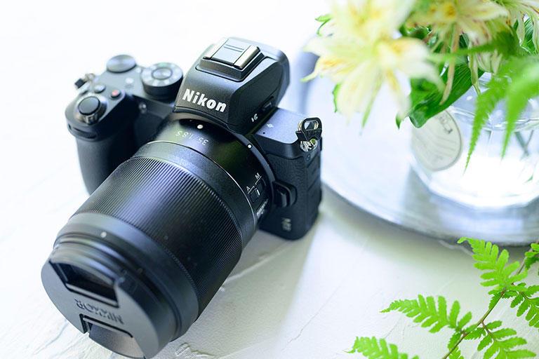 私の今のおすすめはNikon Z50と、レンズは少々高額になりますが35mmF1.8の組み合わせです。