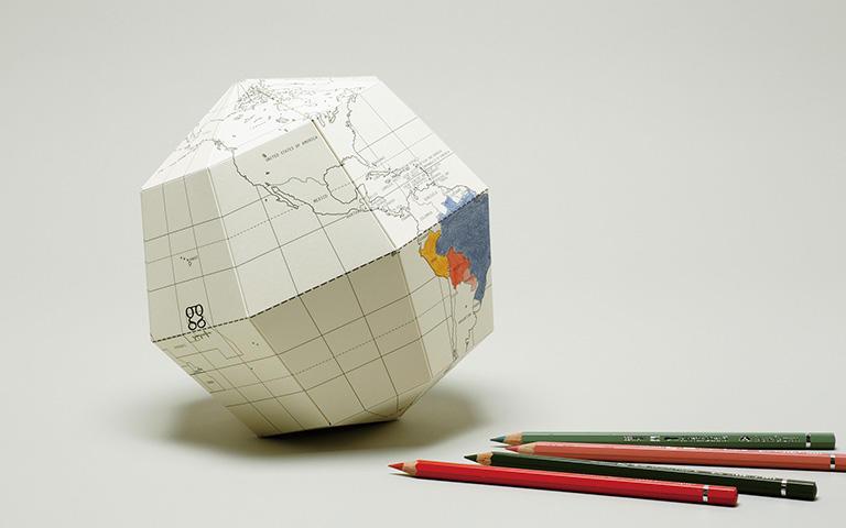 色を塗って文字が書ける地球儀