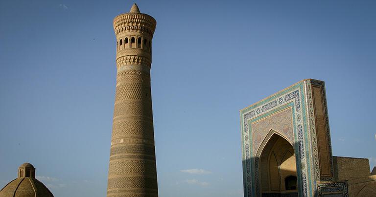 カラーン・ミナレットとモスク