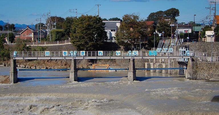 2019年10月、台風19号の直後の様子。投渡木が払われて、柱と桁だけが残っている。