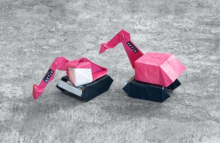 バックホーは有澤悠河さん初の「複合折り紙」作品