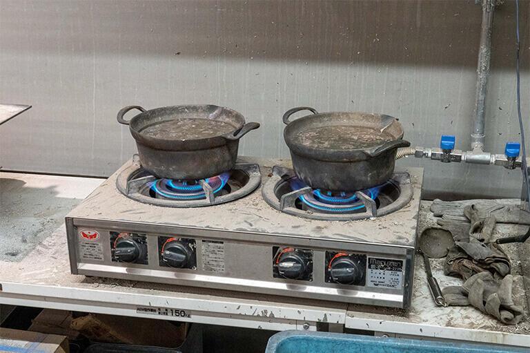 鍋で溶かす錫
