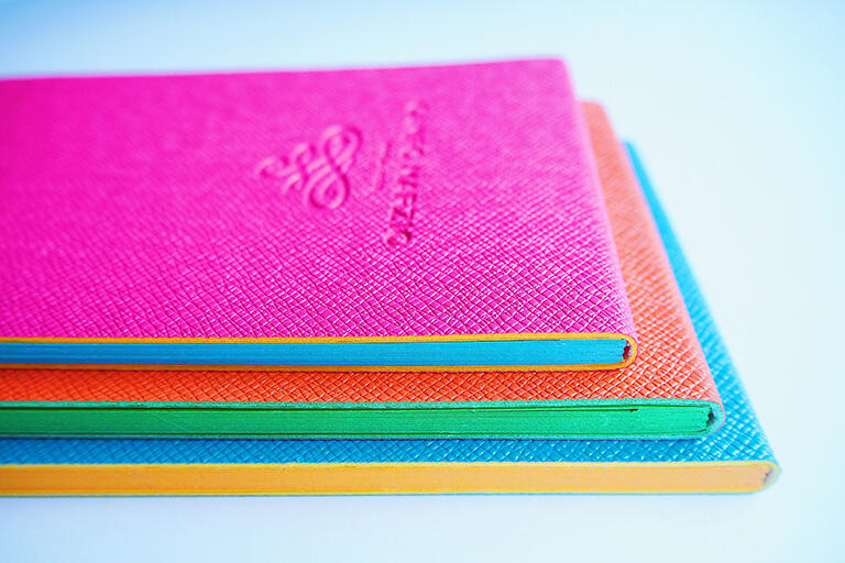「ノート」という商品名ですが、日本でいうメモ帳です。