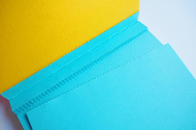 普段使いの紙の色は見落とされがちなのではないでしょうか。