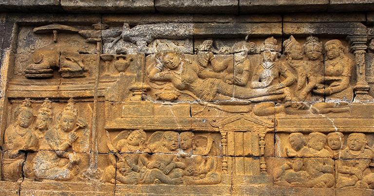 第1回廊の「釈尊の生涯の物語」より13面の「マヤ夫人の霊夢」。左上に白象が描かれている