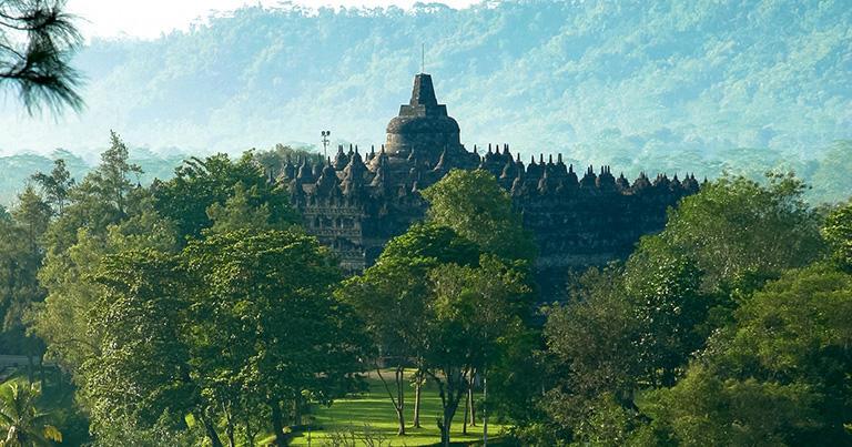 ダギの丘から見たボロブドゥール寺院の全景