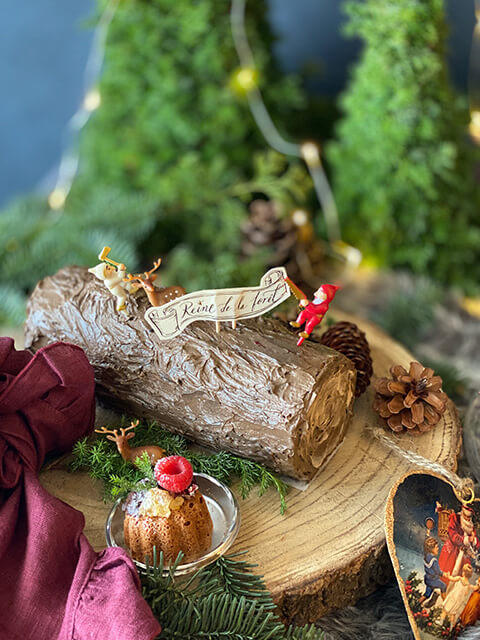 年輪プレート(ボード、コースターでもOK)の上にケーキを置くとクリスマス感アップ