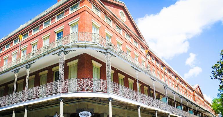フレンチクオーターにあるポンタルバ・アパートメントは、1849年に建てられたアメリカ最古のアパートという