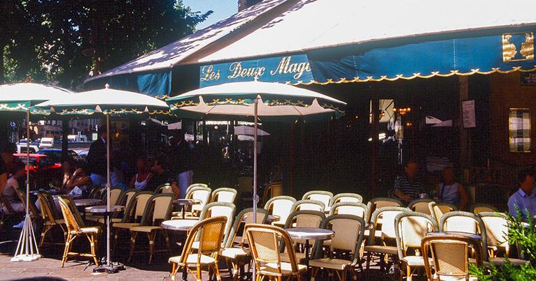 サルトルとボーヴォワールが常連だったサン・ジェルマンのカフェ・ドゥ・マゴ