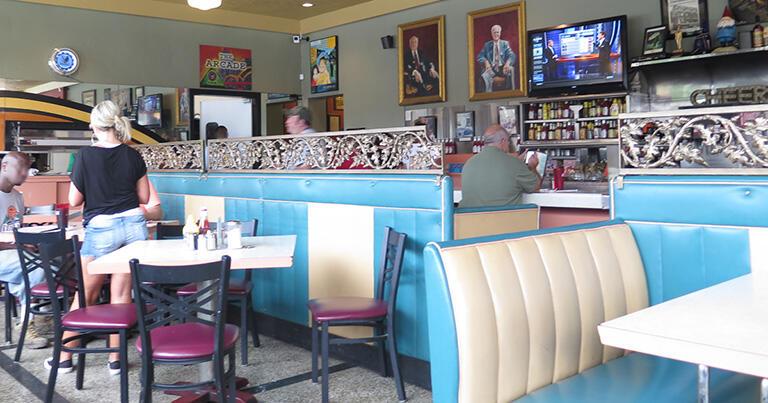 メンフィスにある「アーケードレストラン」。人気の「プレスリー・ブース」はなかなか座れない