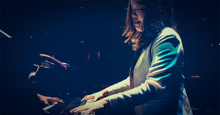 カウント・ベイシーとかのビッグバンドでピアノを弾きました
