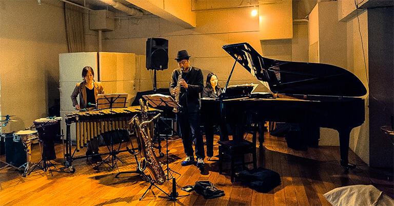Trio Mathemata  ピアノ=中島さち子、サックス=鈴木広志、パーカッション=相川瞳