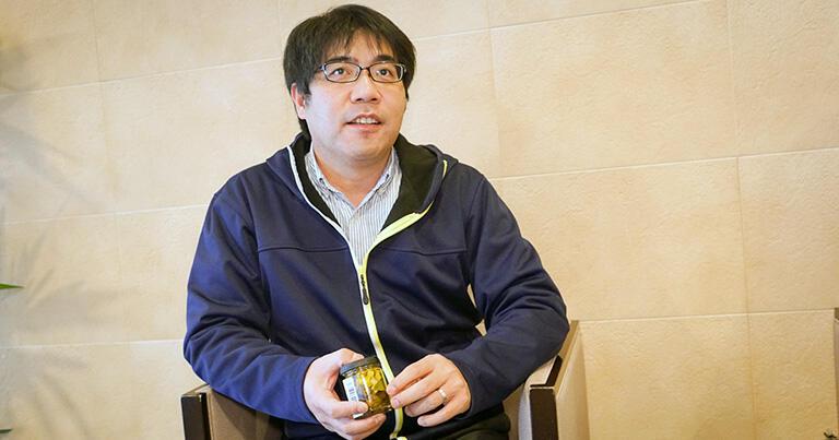オイル漬専門店「ノルテカルタ」代表の岡本大介さん(写真左)