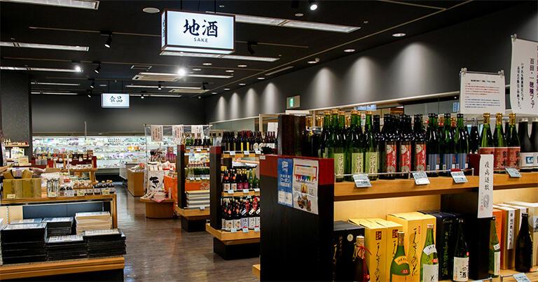 秋田産の日本酒も地元ならではの圧倒的な品ぞろえ