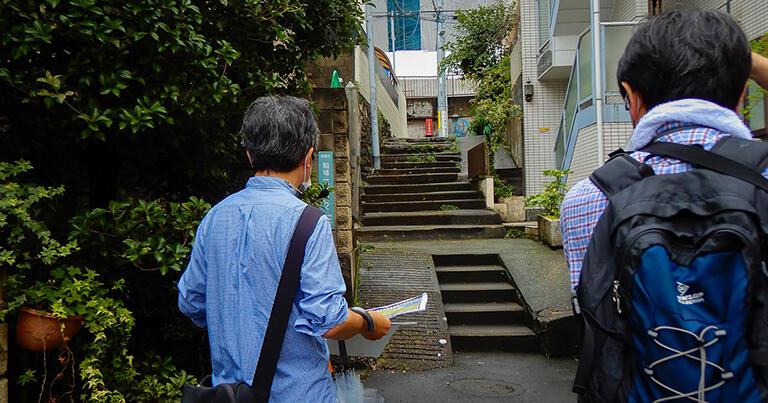 道路から暗渠へ降りる階段。なんとなく風情がある