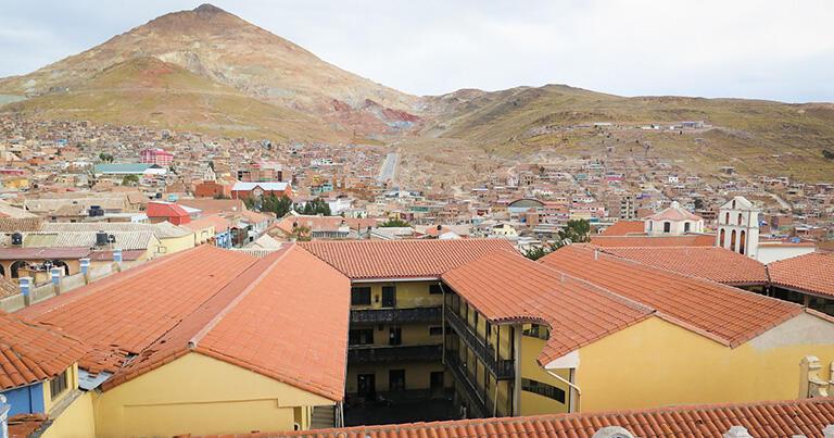 世界最大の銀鉱と呼ばれたポトシ(ボリビア)の町並み