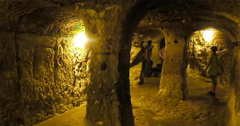 カイマクルの地下都市。地上からは想像もつかない広い空間が