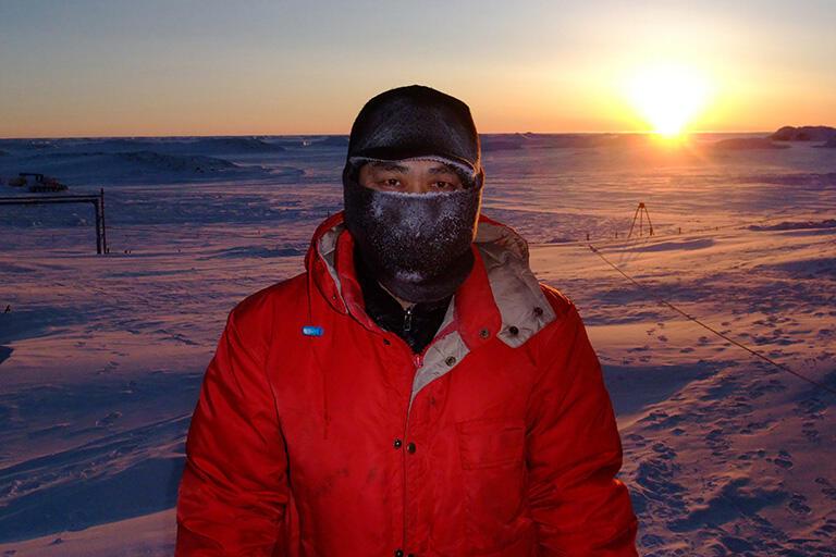 南極では空気が澄み切っている。息をはーっと吐いても白くならない(撮影:武田康男=第50次南極観測隊員)