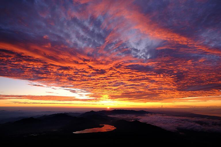 富士山からのぞむ朝焼け雲(撮影:武田康男)