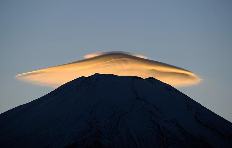 ネットの気象情報と共に利用したいのは「富士山が笠をかぶれば近いうちに雨」など昔からの知恵(撮影:武田康男)