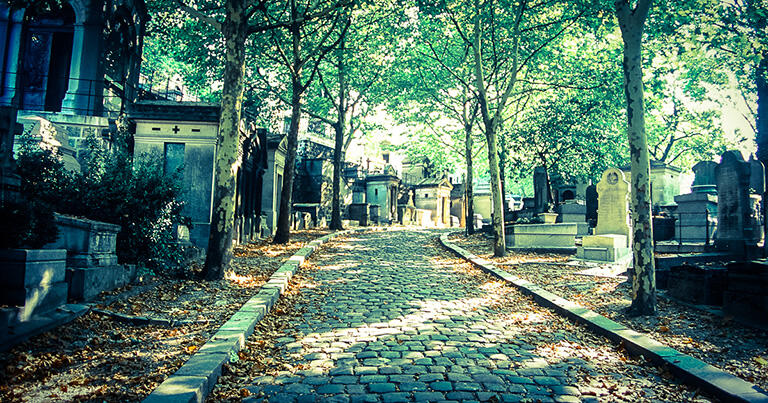 多くの著名人が眠るペール=ラシェーズ墓地。1871年にはパリ・コミューン最後の戦いの場になった