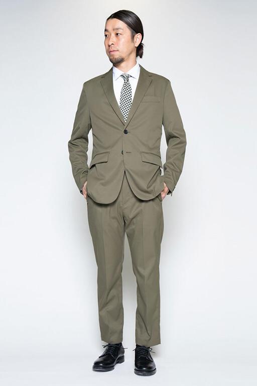 メンズのスーツは全6色。豊富なカラーバリエーションも強みだ